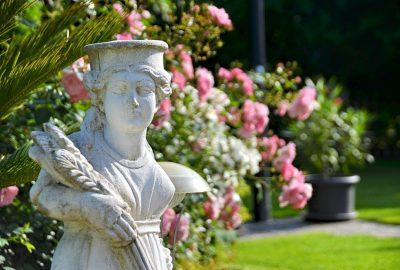 Lyft fram en kunglig känsla i trädgården